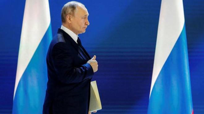 Báo Đức: Ông Putin không cần động thủ, chỉ cần tiếng xe tăng gầm gừ đã đủ khiến Ukraine khiếp sợ - Ảnh 4.