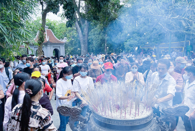 Biển người đi lễ đền Hùng ngày chính hội - Ảnh 11.