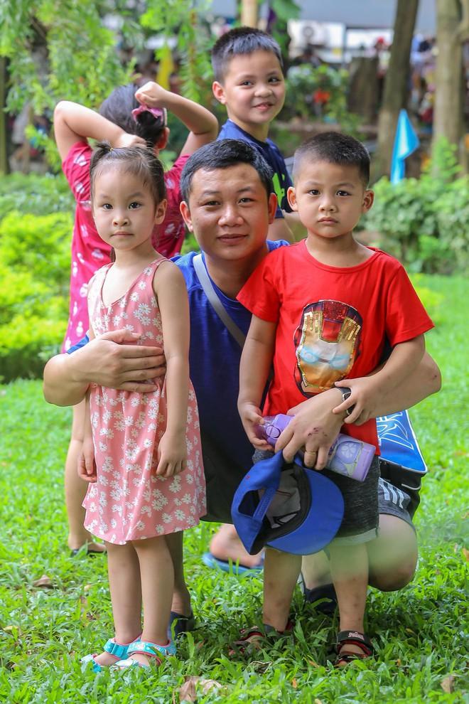 Chen chân ở vườn thú Hà Nội ngày nghỉ lễ Giỗ Tổ - Ảnh 14.