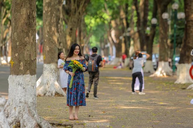 Chen chân ở vườn thú Hà Nội ngày nghỉ lễ Giỗ Tổ - Ảnh 18.