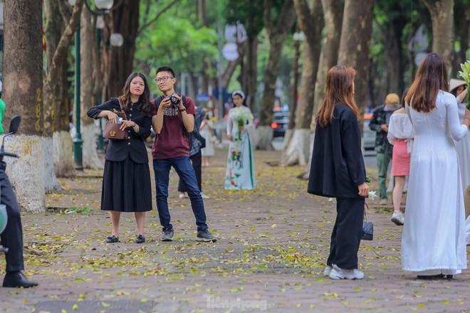 Chen chân ở vườn thú Hà Nội ngày nghỉ lễ Giỗ Tổ - Ảnh 19.