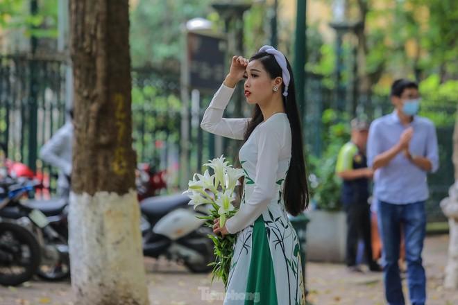 Chen chân ở vườn thú Hà Nội ngày nghỉ lễ Giỗ Tổ - Ảnh 21.