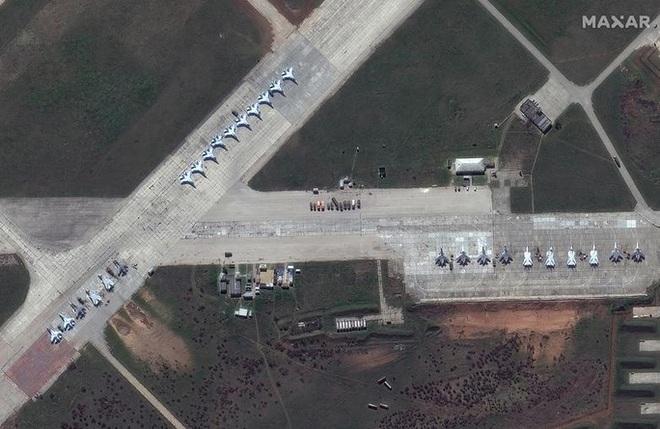 Biên giới Nga - Ukraine cực nóng, Nga ra lệnh hạn chế bay gần Crimea - ảnh 4