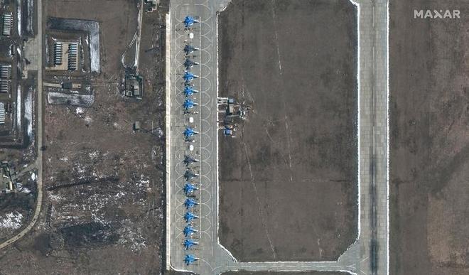 Lực lượng Nga hùng hậu sẵn sàng dọc biên giới Ukraine - Ảnh 4.