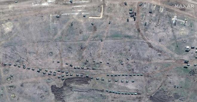 Biên giới Nga - Ukraine cực nóng, Nga ra lệnh hạn chế bay gần Crimea - ảnh 7