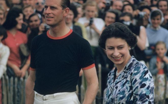 4 món quà chất đầy tâm tư mà Hoàng thân Philip tặng cho Nữ hoàng Anh, trở thành kỷ vật đi cùng bà suốt những năm tháng đẹp nhất đời