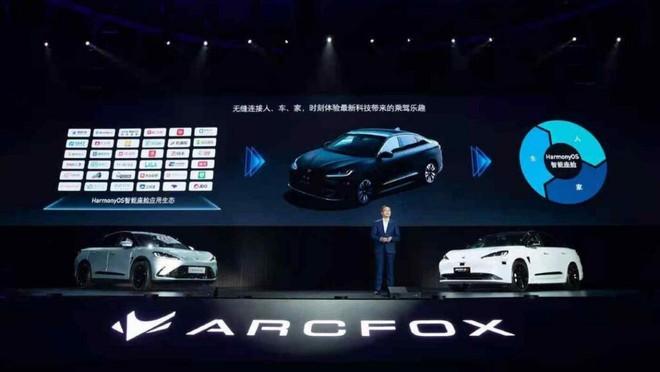 Huawei trình làng mẫu xe điện đầu tiên với khả năng chạy 700 km sau mỗi lần sạc - Ảnh 1.
