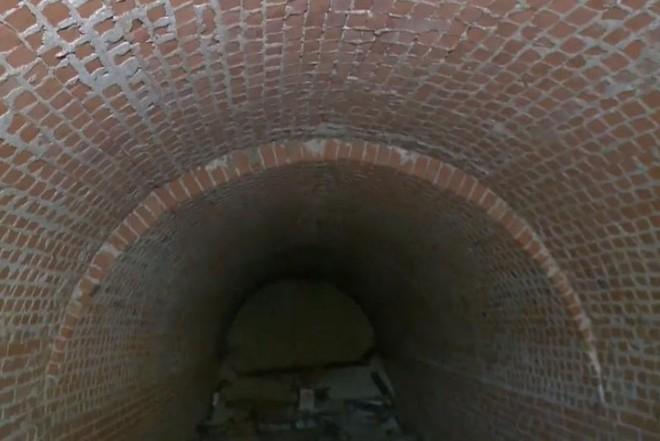Phát hiện đường hầm thế kỷ 19 bên dưới căn nhà cổ - Ảnh 2.