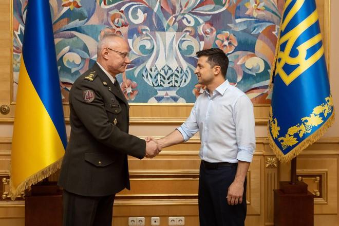 Từng thoát chết ở nồi hầm Ilovaisk, vị tướng Ukraine này sẽ dẫn quân rửa hận ở Donbass? - Ảnh 6.