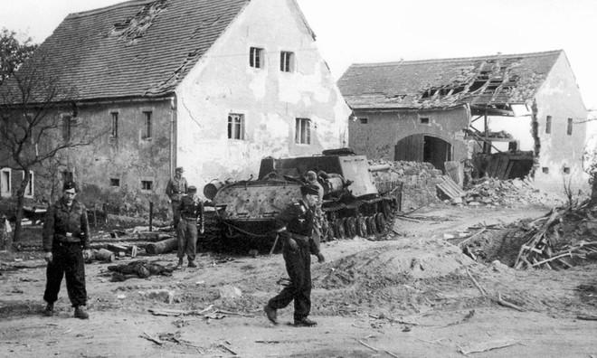 Chỉ huy say vá không kịp sai lầm: Đức Quốc Xã bất ngờ thắng Hồng quân lần cuối ở Thế chiến II - Ảnh 6.