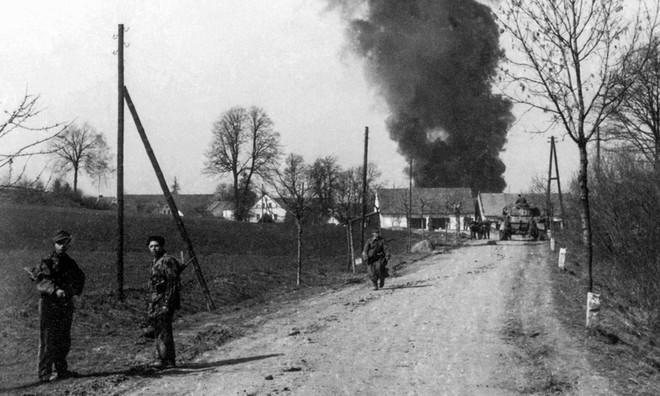 Chỉ huy say vá không kịp sai lầm: Đức Quốc Xã bất ngờ thắng Hồng quân lần cuối ở Thế chiến II - Ảnh 7.