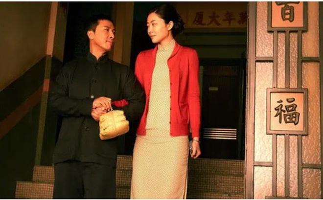 Diệp Vấn sống với một phụ nữ Thượng Hải, nhưng có một người vợ đã chờ đợi ông suốt hơn 10 năm
