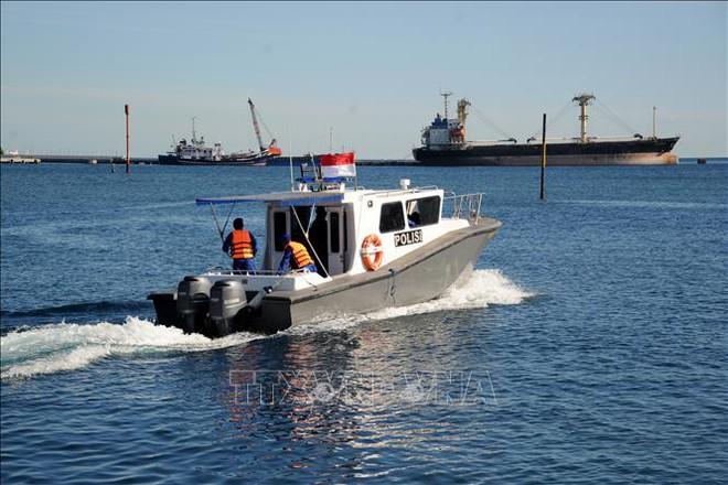 BTQP Nga Shoigu bất ngờ ra tuyên bố về cụm quân gần Ukraine - Đã hết hi vọng cứu thủy thủ đoàn tàu ngầm Indonesia? - Ảnh 1.