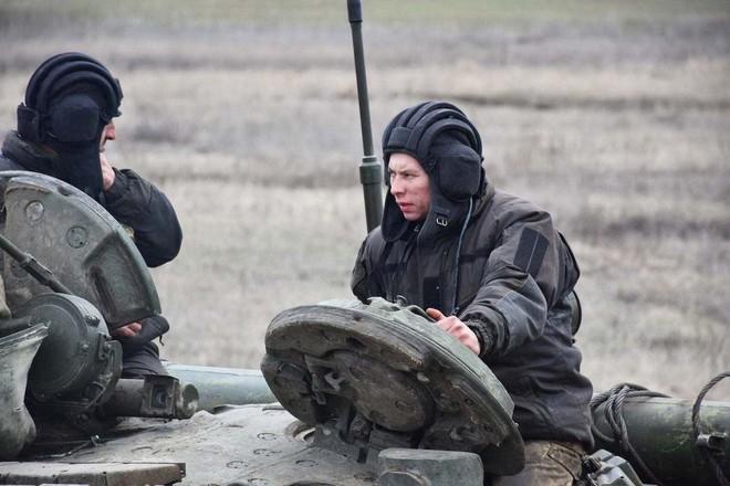 """Đòn tâm lý chiến của ông Putin: Nga rập rình lên cò súng"""" - Ảnh 1."""