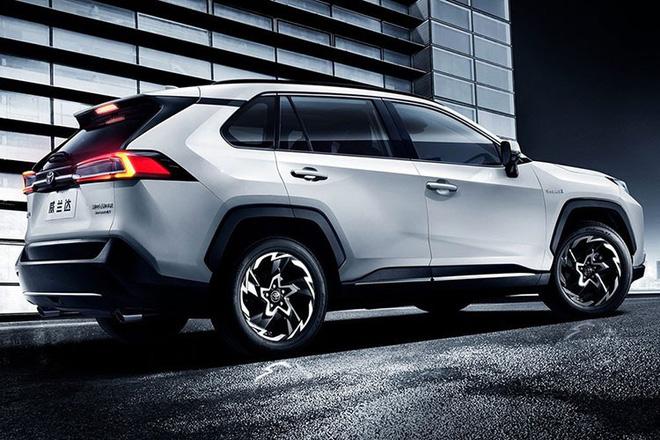 Có gì trong chiếc xe ô tô uống 1,1 lít xăng/100km vừa ra mắt của Toyota? - Ảnh 2.