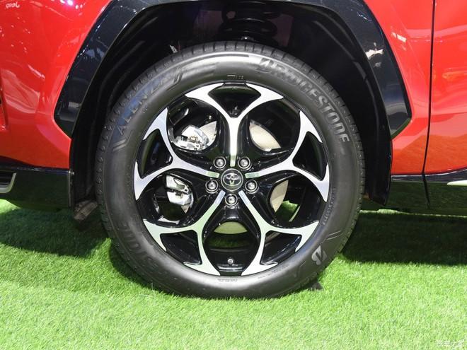 Có gì trong chiếc xe ô tô uống 1,1 lít xăng/100km vừa ra mắt của Toyota? - Ảnh 4.