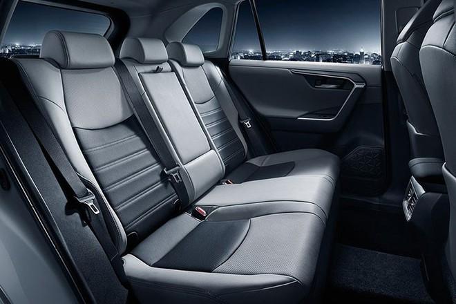Có gì trong chiếc xe ô tô uống 1,1 lít xăng/100km vừa ra mắt của Toyota? - Ảnh 7.
