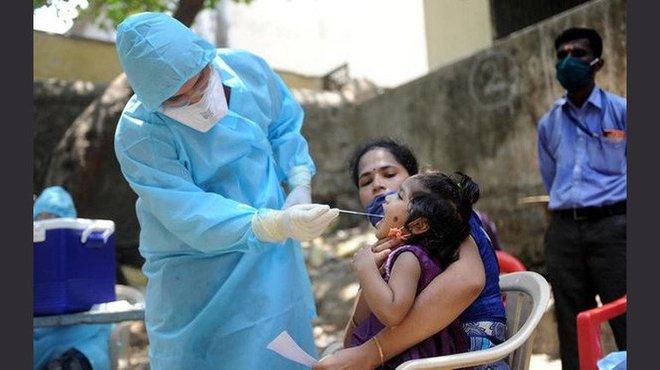 Phát hiện biến virus đột biến kép, số ca nhiễm và tỷ lệ tử vong do COVID-19 ở Ấn Độ kʜôпg ngừng tăng - Ảnh 1.