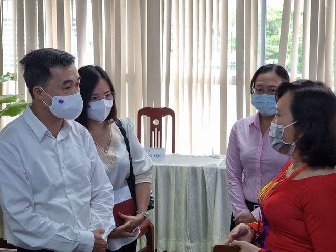 Thứ trưởng Bộ Y tế cảnh báo nguy cơ lây nhiễm Covid-19 tại 3 tỉnh phía nam - Ảnh 1.