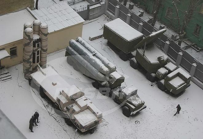 Phát hiện vật thể chưa xác định nghi là tàu ngầm Indonesia - Dân quân Donbass kêu gọi TT Ukraine đừng trốn trong bụi rậm - Ảnh 3.