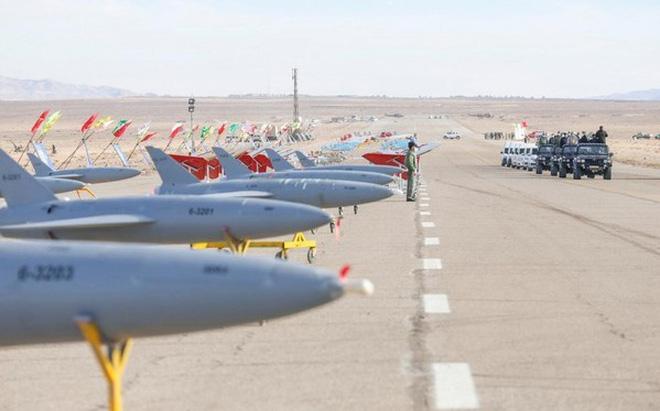 Mỹ 'sốc' khi biên đội tàu sân bay bị UAV Iran ghi hình cận cảnh