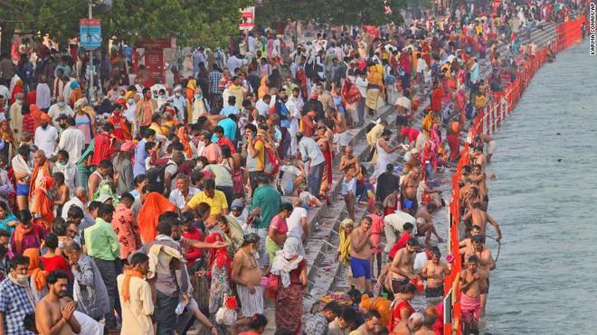 Sóng thần đẩy y tế Ấn Độ đến bờ vực sụp đổ: Nghĩa trang hết chỗ, bệnh viện quay lưng với bệnh nhân, người dân tuyệt vọng - Ảnh 5.