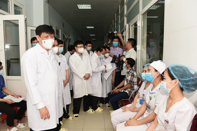 Bộ trưởng Bộ Y tế: Nguy cơ dịch COVID-19 xâm nhập vào Nghệ An là rất lớn - Ảnh 1.