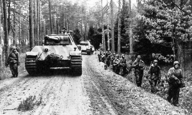 Quân Liên Xô thất bại nặng dưới tay phát xít Đức do sai lầm của viên tướng Ba Lan - ảnh 1