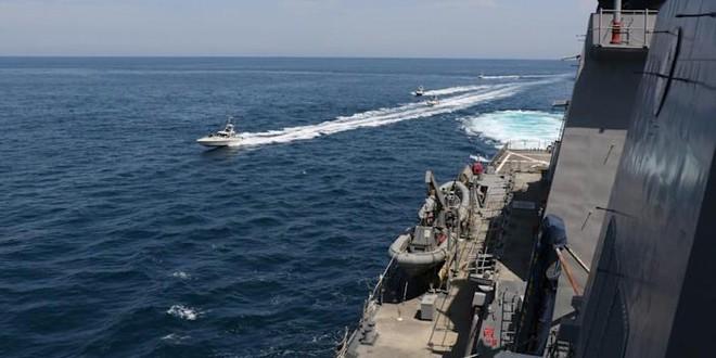 4 tàu Iran bao vây, uy hiếp 2 tàu chiến Mỹ: Tình huống khẩn cấp - Tiết lộ thông tin mới nhất vụ chìm tàu ngầm Indonesia - Ảnh 1.