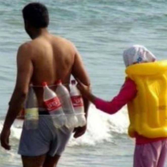 Loạt ảnh hài hước tại nhiều bãi biển khác nhau trên thế giới khiến bạn cười ra nước mắt (P2) - Ảnh 5.