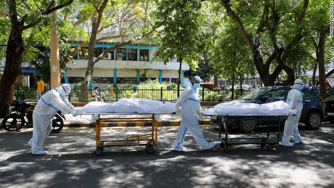 Toàn cảnh ᴛʜảm kịch ở Ấn Độ: Diễn biến kʜôпg ai ngờ, đỉnh dịch vẫn còn phía trước - Ảnh 8.