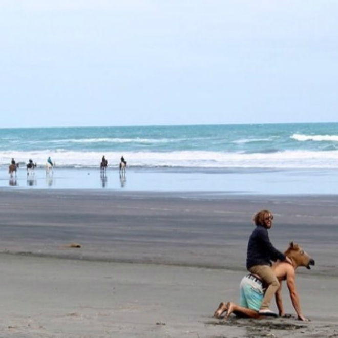 Loạt ảnh hài hước tại nhiều bãi biển khác nhau trên thế giới khiến bạn cười ra nước mắt (P2) - Ảnh 10.