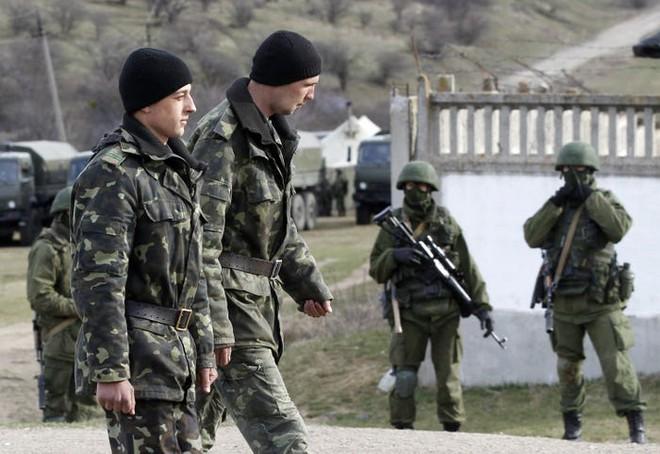 Kiev dùng mọi hỏa lực trong tay tấn công Donbass - Trực thăng QS không vận đặc nhiệm Ukraine và NATO áp sát biên giới Nga? - Ảnh 2.