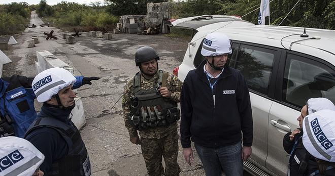 Hàng đoàn trực thăng QS Nga áp sát biên giới Ukraine - Kiev tung lựu pháo 122 mm phủ đầu ở Donbass? - Ảnh 1.