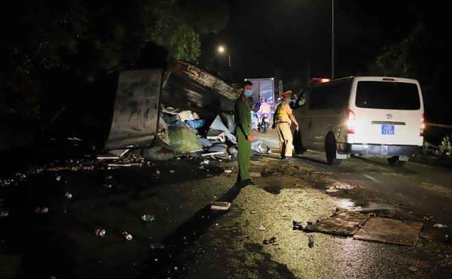 Hiện trường vụ tai nạn kinh hoàng, xe tải tông 2 nữ sinh tử vong tại chỗ - Ảnh 1.