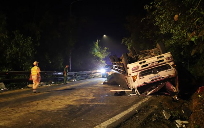 Hiện trường vụ tai nạn kinh hoàng, xe tải tông 2 nữ sinh tử vong tại chỗ - Ảnh 2.