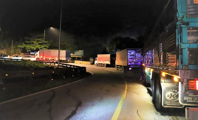 Hiện trường vụ tai nạn kinh hoàng, xe tải tông 2 nữ sinh tử vong tại chỗ - Ảnh 6.
