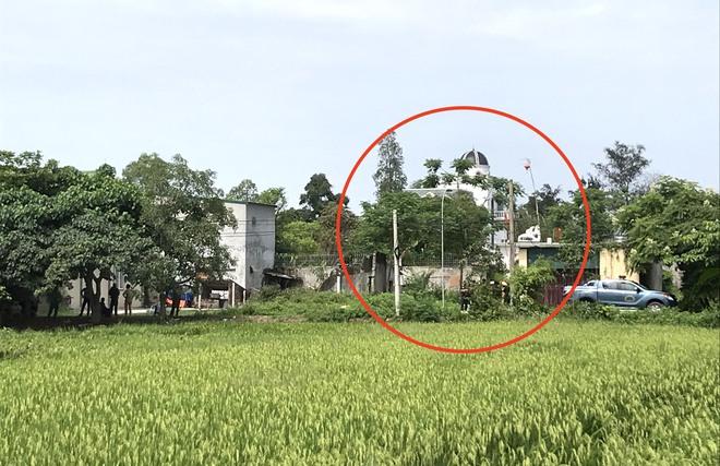 Ảnh: Hàng trăm cảnh sát vây bắt chủ nhà bắn chết 2 người lạ trước cổng ở Nghệ An - Ảnh 1.