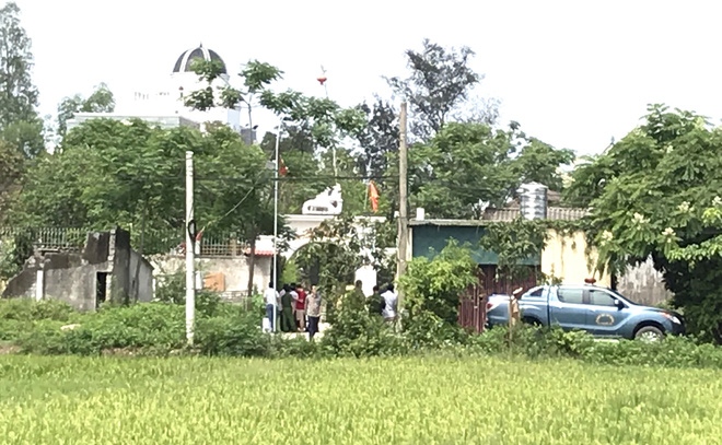 Ảnh: Hàng trăm cảnh sát vây bắt chủ nhà bắn chết 2 người lạ trước cổng ở Nghệ An - Ảnh 14.