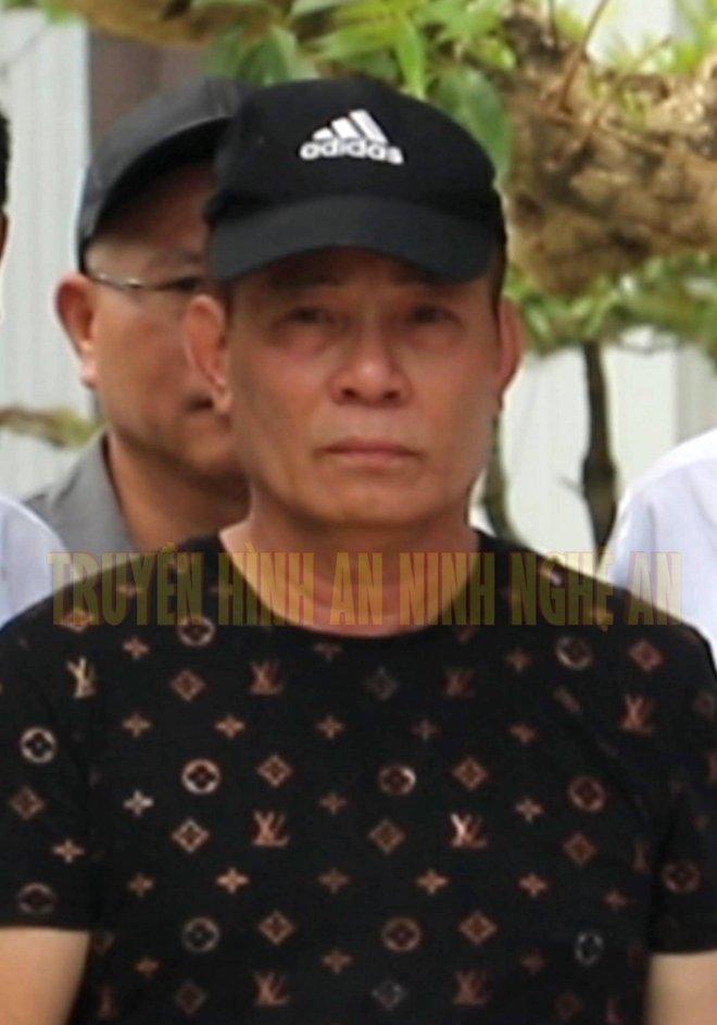 Ảnh: Hàng trăm cảnh sát vây bắt chủ nhà bắn chết 2 người lạ trước cổng ở Nghệ An - Ảnh 17.