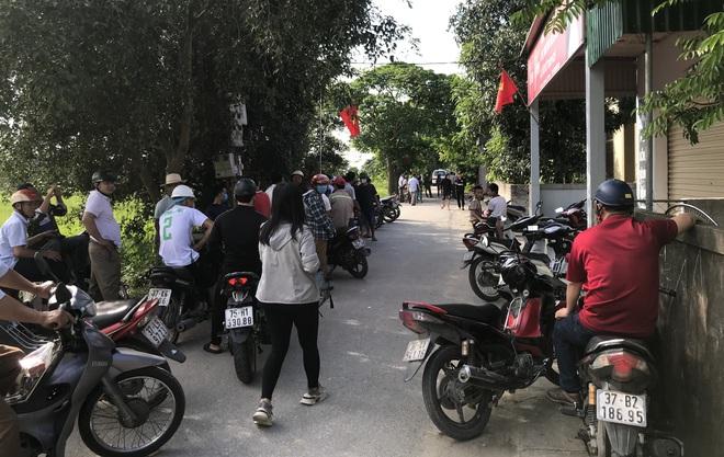 Ảnh: Hàng trăm cảnh sát vây bắt chủ nhà bắn chết 2 người lạ trước cổng ở Nghệ An - Ảnh 20.