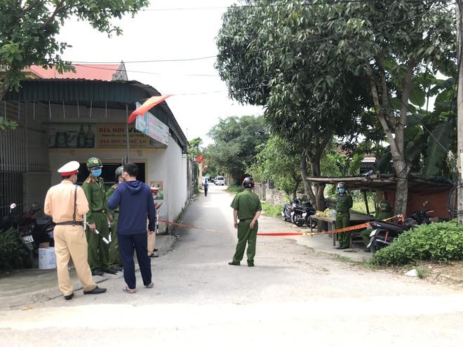 Vụ chủ nhà bắn chết 2 người lạ trước cổng: Nghi phạm giàu có, nhà như lâu đài - Ảnh 1.