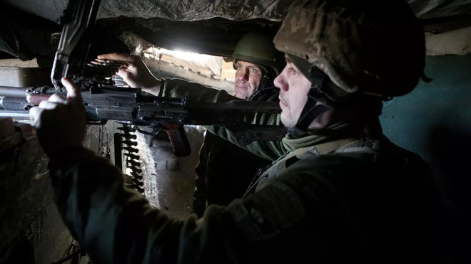 Lính dù Nga tập kết ở Crimea, sẵn sàng khóa chết bờ Biển Đen của Ukraine - 28.000 quân Mỹ và NATO vào vị trí! - Ảnh 2.