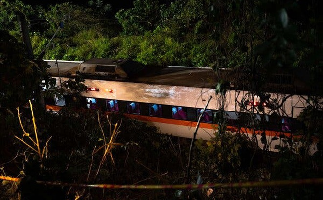 Nỗi ám ảnh từ chuyến tàu tử thần Đài Loan: Không khí tanh nồng mùi máu, em bé chết trên tay cha