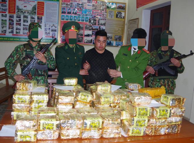 Chặn chiếc xe 7 chỗ biển số Hà Nội ở trạm thu phí, phát hiện trong xe có hơn 220kg ma túy - Ảnh 3.