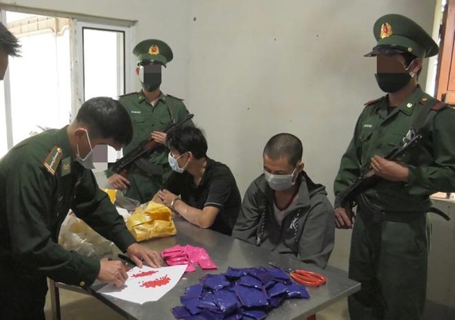 Chặn chiếc xe 7 chỗ biển số Hà Nội ở trạm thu phí, phát hiện trong xe có hơn 220kg ma túy - Ảnh 5.