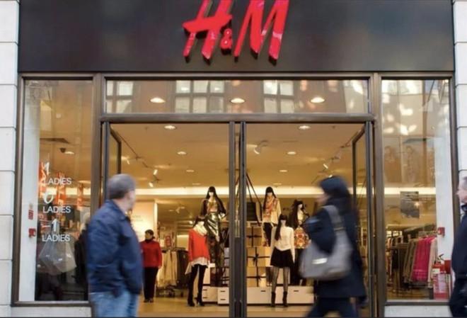 H&M, Nike,... và khủng hoảng bùng nổ khó hiểu về bông Tân Cương: Mối liên hệ sâu xa của ông Biden - Ảnh 2.