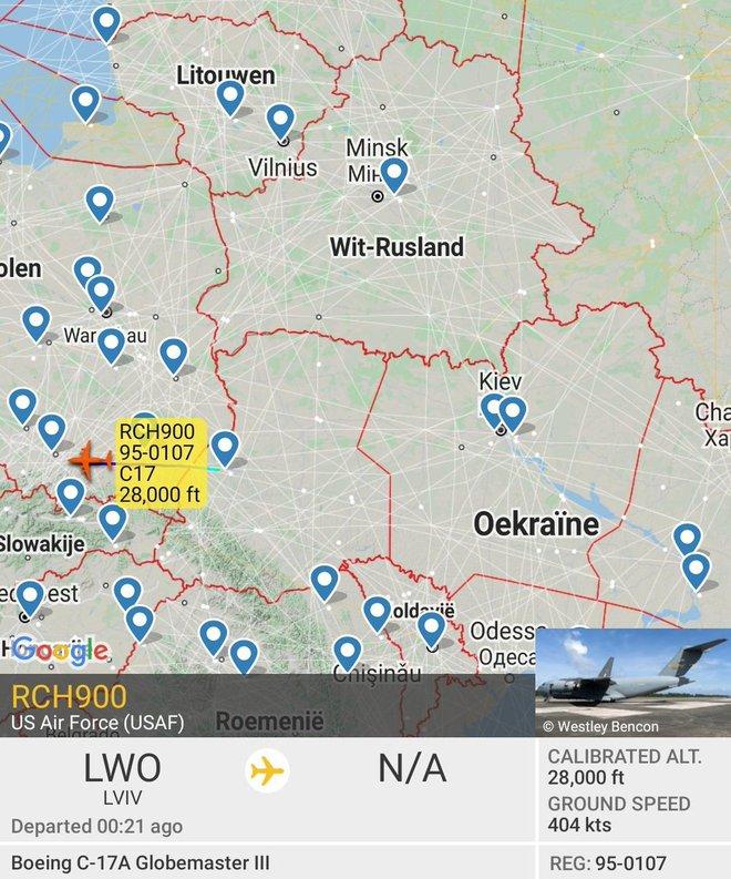 Nga đưa đại quân áp sát biên giới, Mỹ khẩn cấp lập cầu không vận hàng nóngcho Ukraine - Lò lửa Donbass sắp bùng nổ chiến tranh đẫm máu? - Ảnh 1.