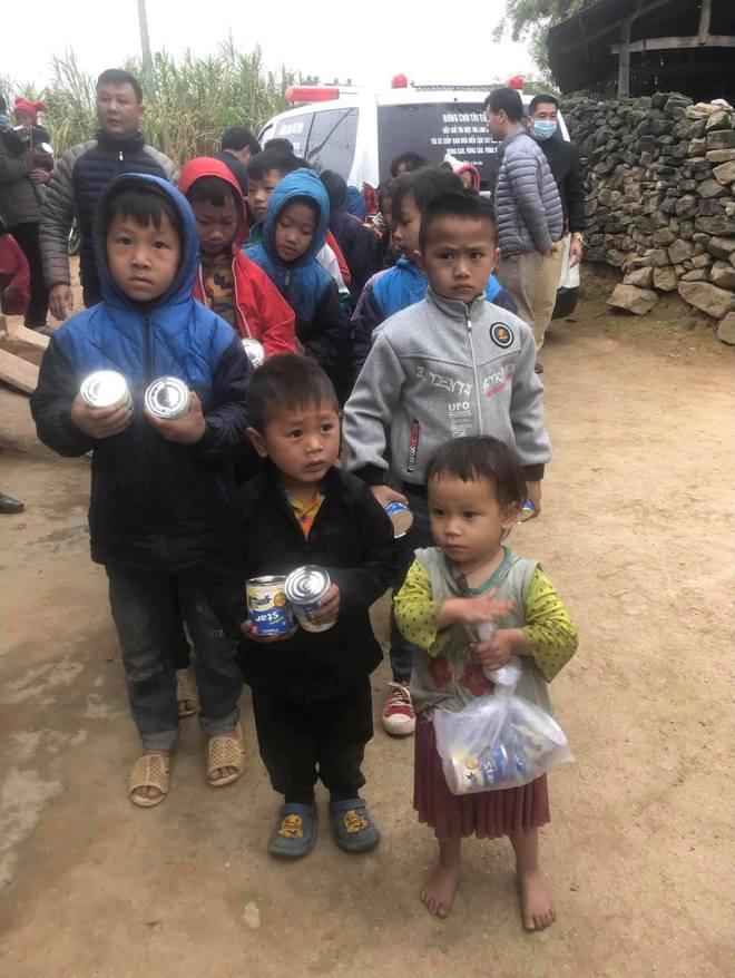 Ông Đoàn Ngọc Hải đã mở sổ tiết kiệm cho cháu bé ăn cơm chan với nước lã - Ảnh 1.
