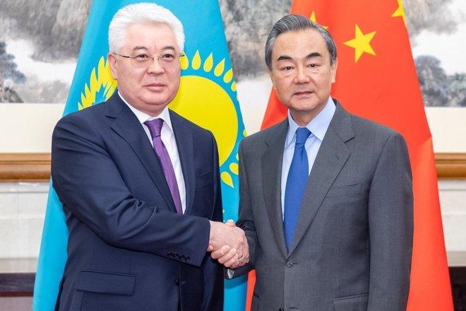 Bị bài xích ở Kazakhstan, TQ quay sang trọng vọng Uzbekistan: Nhưng tránh vỏ dưa rồi lại gặp vỏ dừa? - Ảnh 1.